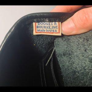 Dooney & Bourke Bags - Vintage Dooney and Bourke crossbody